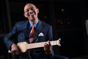 Dr. Leonard Scott Stops By Praise Detroit